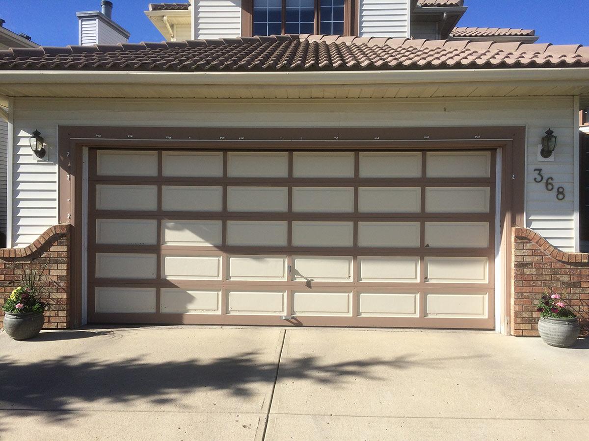 garage door before/old door