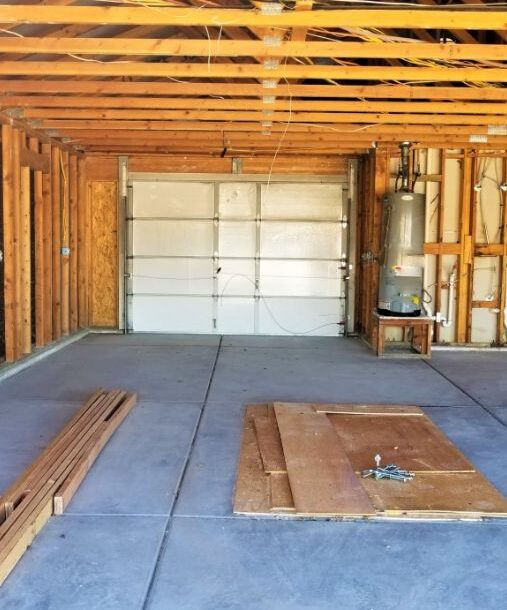 construction-a-new-oversized-three-car-garage-interior-in-the-wood-frame-stage-plaster-board-will-be_t20_yng1P0
